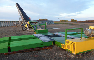 Drive_Over_Conveyor_with_Grain_Stacker3-a
